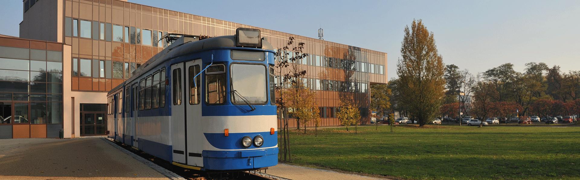 Widok Wydziału od strony tramwaju